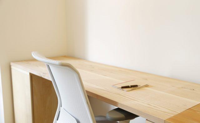 シンプルな家具