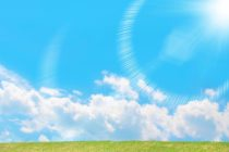 夏の青空と広場