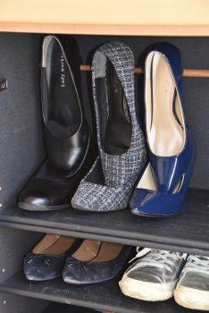 靴箱内収納の突っ張り棒