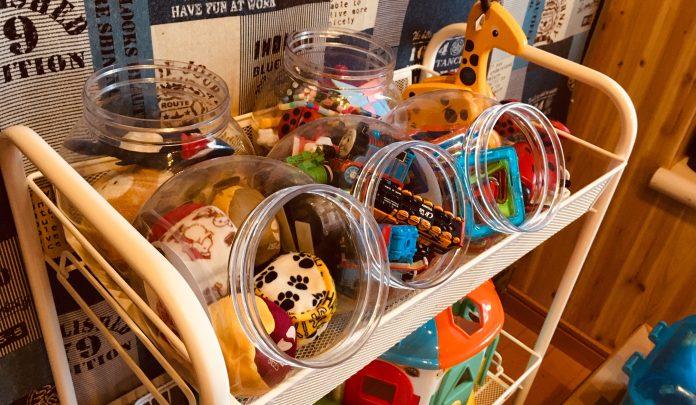 セリアのキャニスターにおもちゃを収納