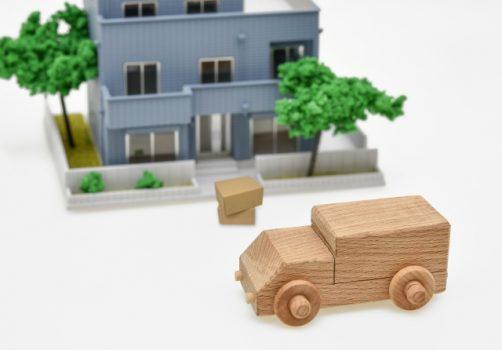 トラック、ビル、荷物の模型