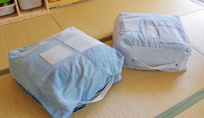 クッションになる布団収納袋