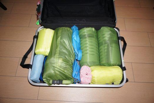 スーツケースに収納した衣類など