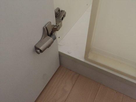 クローゼットの扉の金具アップ