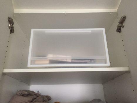 棚の上に設置した収納ケース