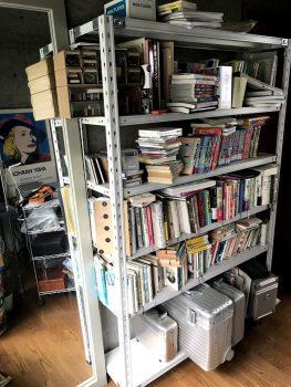 スチールラックの本棚