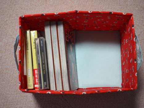 本などを収納したアンゲレーゲン